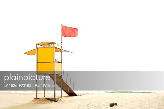 Baywatch Turm am Strand von Costa Calma, Fuerteventura - p1162m973183 von Ralf Wilken