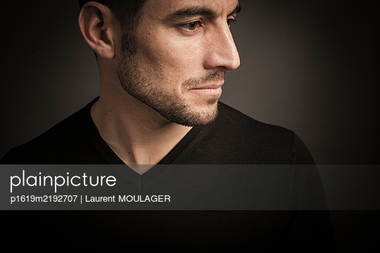 Portrait of a man not looking at camera with light beard - p1619m2192707 by Laurent MOULAGER