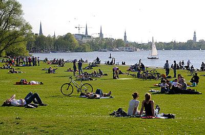Hamburg; Alster - p067m661554 von Thomas Grimm