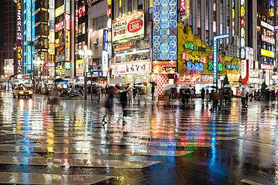 Street szene in Tokyo - p1532m2090282 by estelle poulalion