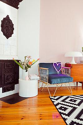 Stylisches Wohnzimmer  - p432m1362751 von mia takahara