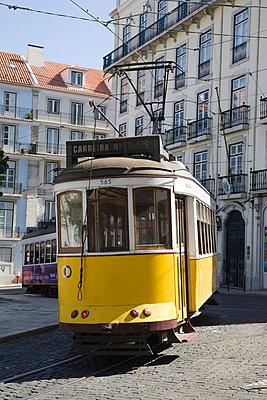 Straßenbahn in Lissabon - p6280060 von Franco Cozzo