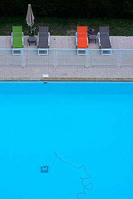 Swimming pool and sun loungers - p813m934078 by B.Jaubert