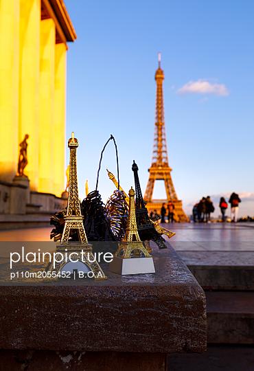 Eiffelturm als Souvenir - p110m2055452 von B.O.A.
