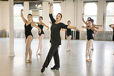 Teacher and ballet dancers - p9245557f by Image Source