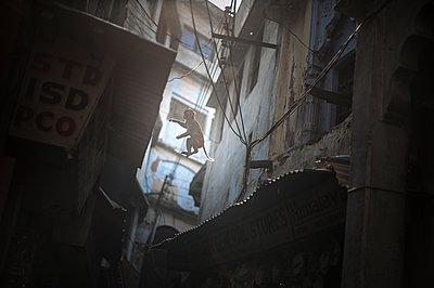 Varanasi - p1007m1059944 by Tilby Vattard