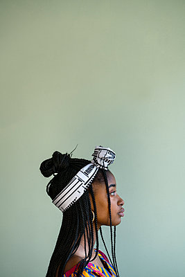 African woman wearing traditional costume - p427m2063114 by Ralf Mohr