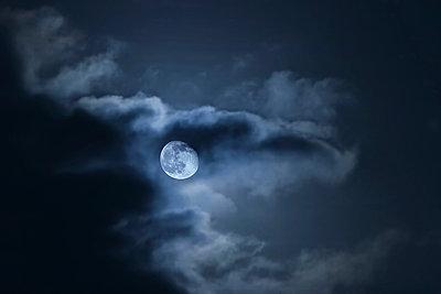 Mondnacht - p911m945286 von Émile Zwaltek