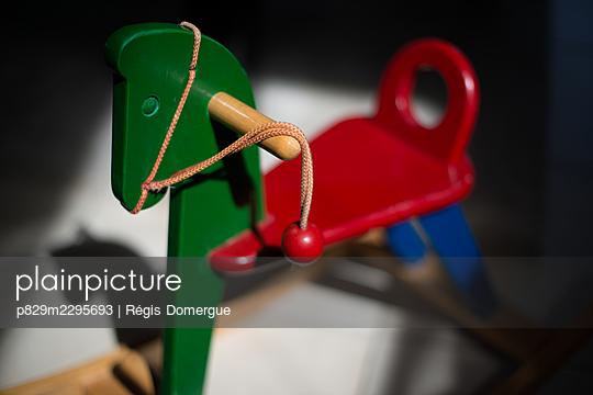 The rocking horse - p829m2295693 by Régis Domergue