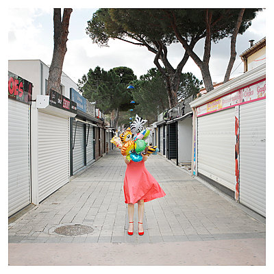 Woman with balloons - p1105m2168868 by Virginie Plauchut