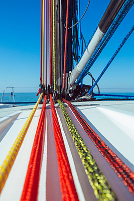 Rigging - p1150m1215521 by Elise Ortiou Campion