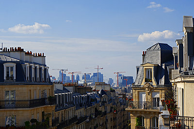 Blick über Häuser und Dächer von Paris - p1189m1218640 von Adnan Arnaout