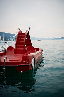 sportliches Tretboot - p464m1087122 von Elektrons 08