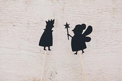 Two silhouettes - p586m1007097 by Kniel Synnatzschke