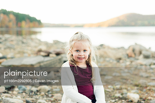 Little toddler girl by a rocky lake in New England - p1166m2292805 by Cavan Images