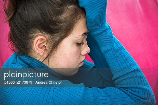 Traurig - p1580m2173879 von Andrea Christofi