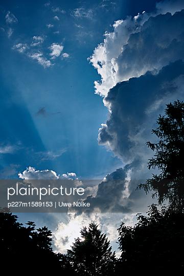 Gewitterwolken über Kronberg - p227m1589153 von Uwe Nölke