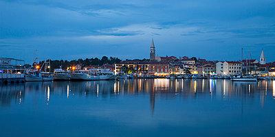 Slovenia, Slovene Littoral, Adriatic coast, Izola, Harbour in the evening - p300m965456f by Wilfried Wirth