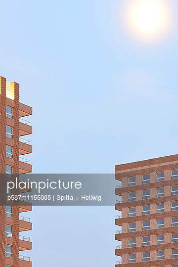 Zwei Wohnblocks - p587m1155085 von Spitta + Hellwig