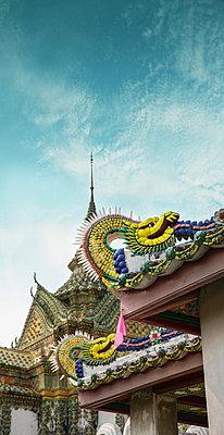 Von Nagas bewacht, Wat Phra Kaeo, Thailand - p375m1021394 von whatapicture