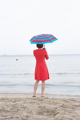 No beach weather today - p454m1528853 by Lubitz + Dorner