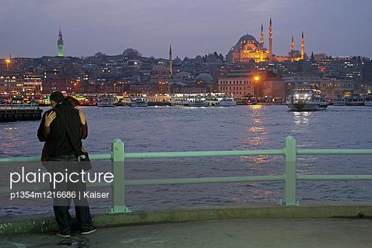 Liebespaar in Istanbul - p1354m1216686 von Kaiser