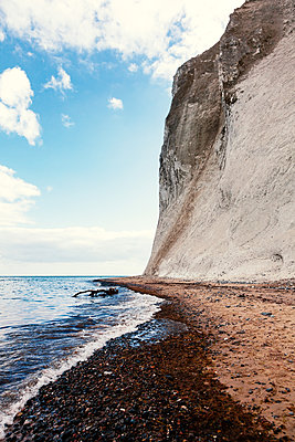 Chalk cliff - p1168m1132635 by Thomas Günther