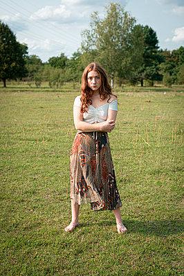 Girl on a meadow, portrait - p1609m2254093 by Katrin Wolfmeier