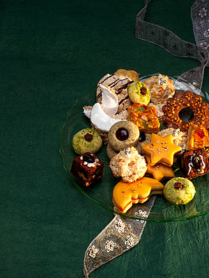 Selection of various Christmas Cookies - p300m1175609 by Pro Pix