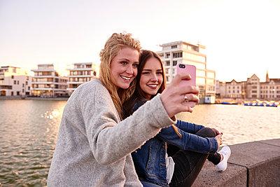 Selfie - p890m1135096 von Mielek