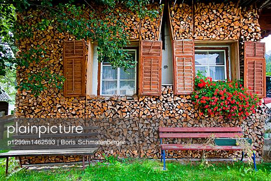 Holz vor der Hütte - p1299m1462593 von Boris Schmalenberger