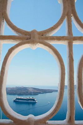 Santorini - p0452140 by Jasmin Sander