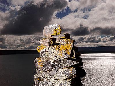 Abstrakter Steinturm - p362m1541437 von André Wagner