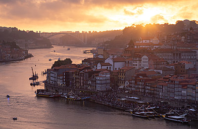 View over Porto and river Douro at dusk, Portugal - p300m2119627 by Christina Falkenberg