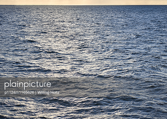 Meer im Sonnenuntergangslicht - p1124m1165626 von Willing-Holtz