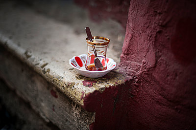 Turkish tea - p1007m959837 by Tilby Vattard