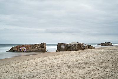 Bunker am Strand - p1312m1502237 von Axel Killian