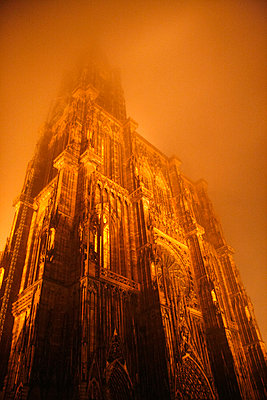 Strasbourg Cathedral at night - p218m904244 by Sylvia Westermann
