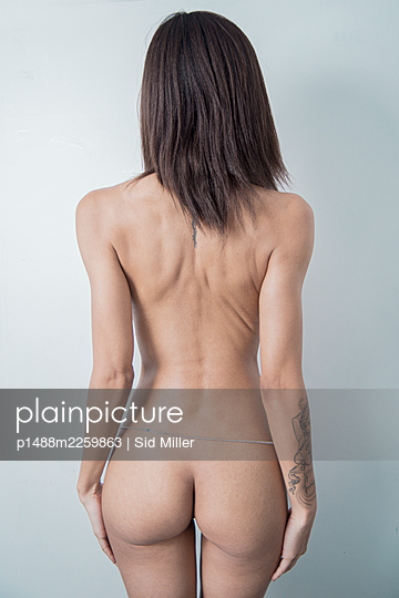 Rear view, Naked woman - p1488m2259863 by Sid Miller