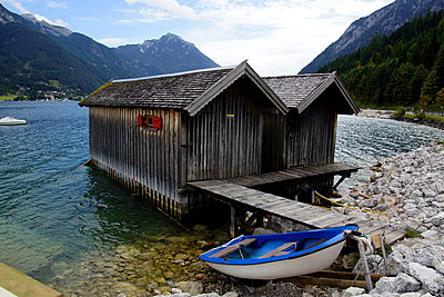 Boat house - p162m951787 by Beate Bussenius