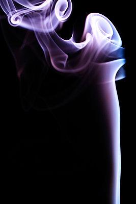 Rauchformen - p179m741595 von Roland Schneider