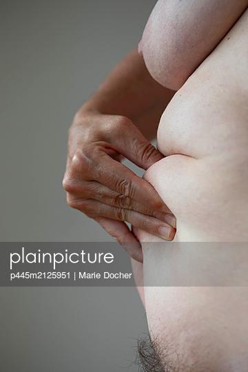 Female body - p445m2125951 by Marie Docher