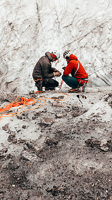 Guide teaching mountaineering on glacier in Chamonix - p1166m2212342 by Cavan Images