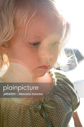 Ernstes kleines Mädchen - p8940051 von Marzena Kosicka