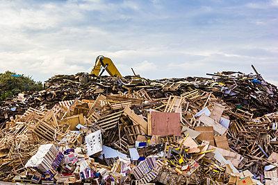 Wooden waste II - p739m858947 by Baertels
