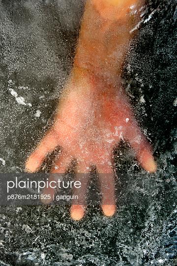 hand+eisplatte_03 - p876m2181925 von ganguin