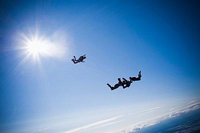 Four people parachuting - p31226174 by Hans Berggren