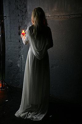 blondine mit kerze - p627m670709 by Chris Keller