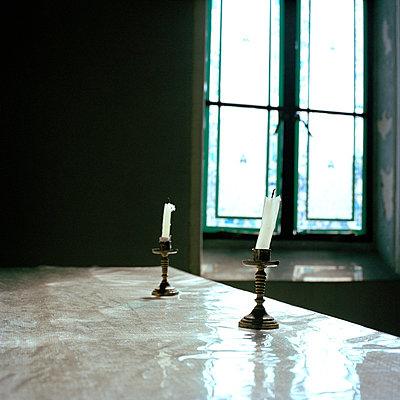 Zwei Kerzen - p949m658157 von Frauke Schumann