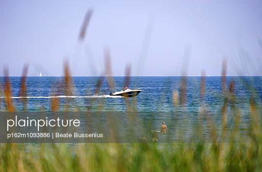 Am Meer in Scharbeutz - p162m1093886 von Beate Bussenius